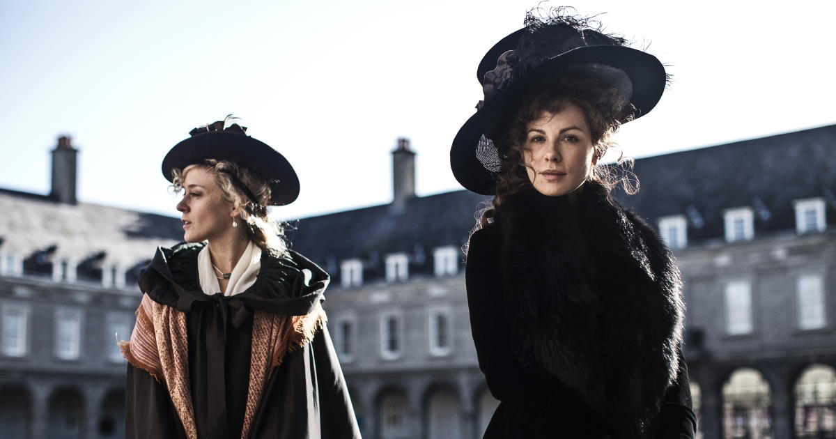"Stillbild från ""Love & Friendship"" (2016)"